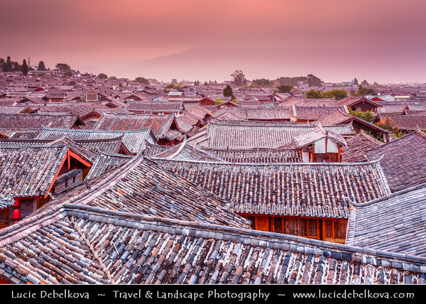 Asia - China - Southwest China - Yunnan Province -  Lijiang - 丽江- Likiang - Old Town - UNESCO Heritage Site - Rooftop view over traditional houses - Sunrise