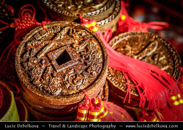 Asia - China - Southwest China - Yunnan Province - Dali - Historical old town with ancient wooden houses & cobbled streets - Traditional Market - Compressed tea - Tea bricks - Tea cakes - Tea nuggets - Blocks of whole or finely ground black tea - green tea - Coin Shape