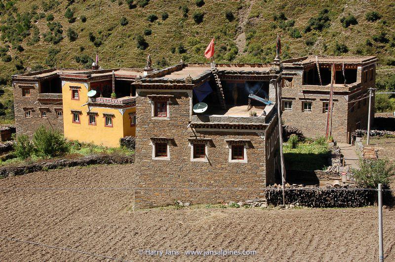 Tibetan houses (Kanding --> Yajiang)