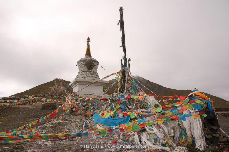 Kanding, Zheduo pass, 4298m, prayer flags