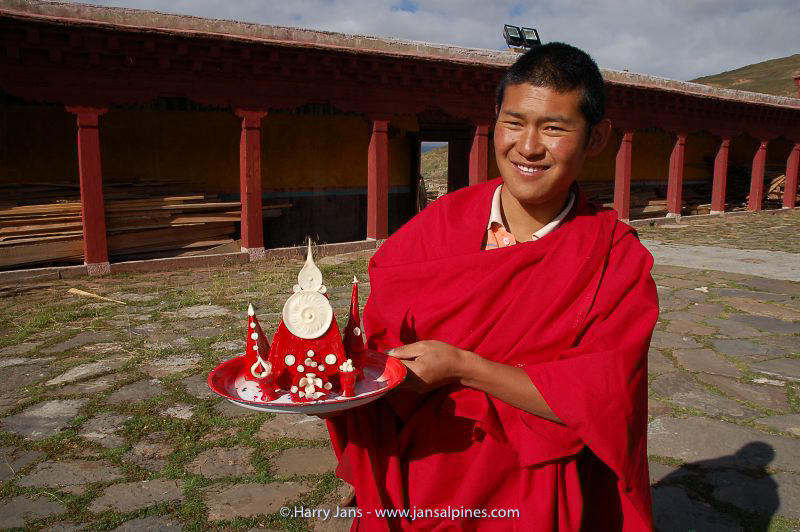 Litang monastery, monk with yak butter candels