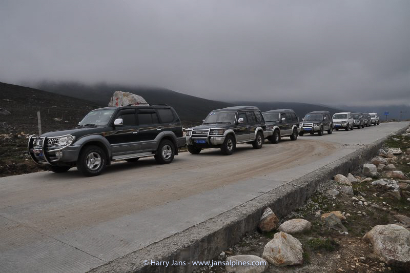 jeeps at Xuemenkeng pass (3750m)