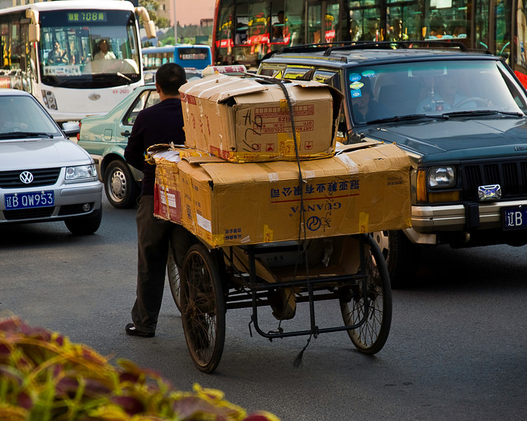 Contrarian delivery vehicle, downtown Dalian