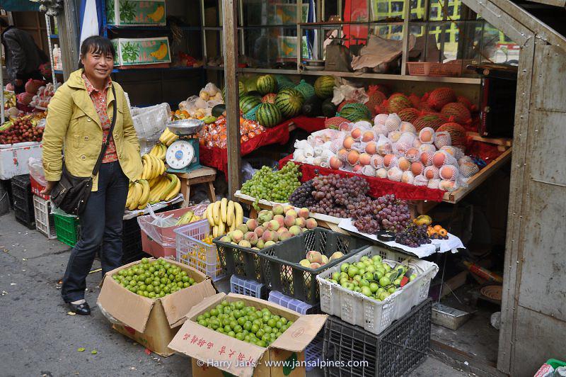 lots of fruit in Jiulong, 2920m
