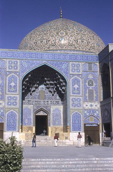 entrance Sheikh Lotfollah Mosque in Esfahan