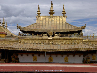 The Jokhang monastery, the famous golden roofs