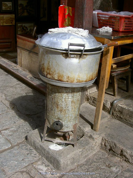 Lijiang, the old city, cooking noodles