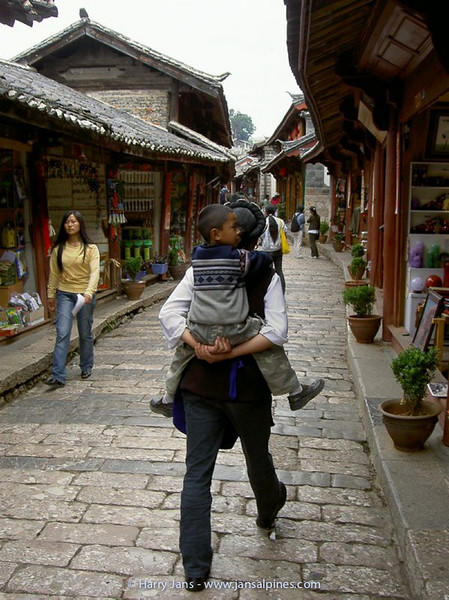 Lijiang, the old city, woman with baby