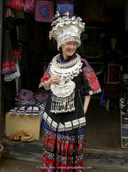 Lijiang, the old city, Miao woman
