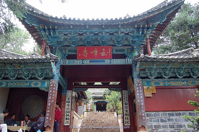 entrance Yufeng Monastery (10.000 Camelia Temple)