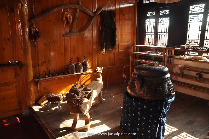 making tea tablets at Xizhou village