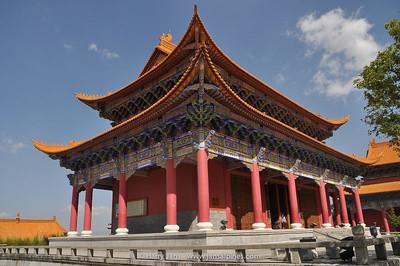 Dali: 3-pagoda's and monastery
