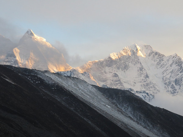 in Dingboche: evening glow after completing all three high passes. Sadly, there were so many beautiful mountains that I can't remember which is which.