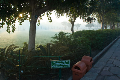 Admonition before entering the Taj proper