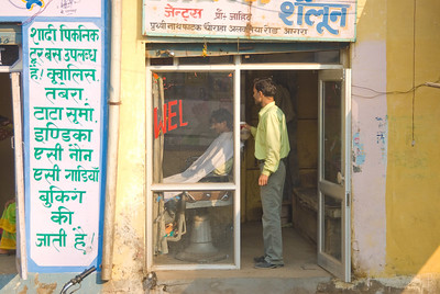 Next we set off for Fatehpur Sikri. We passed a roadside barber shop. Customers are half welcome
