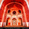 India - Delhi - Humayun's Tomb - Maqbara-i Humayun - UNESCO World Heritage Site - Tomb of Mughal Emperor Humayun set at centre of luxurious gardens with water channels built in 1570