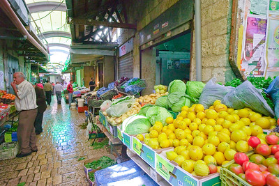 In the market. I am beginning to get the message that markets look pretty much the same every in world - except the USA. Even here, famers markets follow the world apttern.