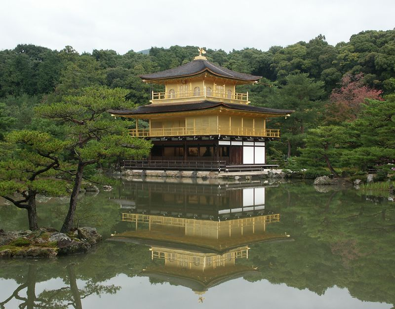 Fully renovated in 1955: covered with gold leaf. Pavilion houses sacred relics of the Buddha