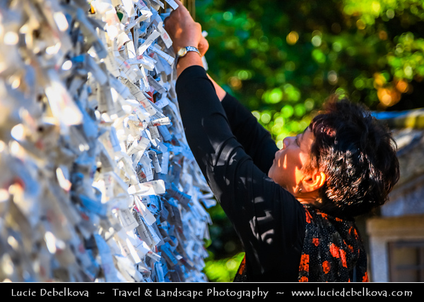 Japan - Honshu Island - Kanagawa Prefecture - Kamakura - 鎌倉市 - Kamakura-shi - Tsurugaoka Hachiman-gū - The most important Shinto shrine in the city of Kamakura - Omikuji - 御神籤 - Written divination about a person's near future - Paper lots upon which personal fortunes are written
