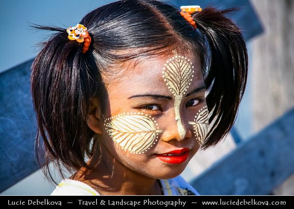 Asia - Myanmar - Burma - Mandalay - Historical town along Ayeyarwady (Irrawaddy) River and its life along its banks