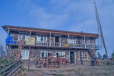 Deurali tea house, 2625m
