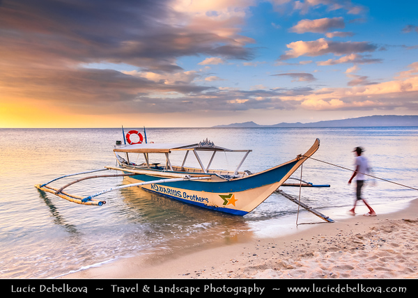 Asia - Philippines - Island country in the western Pacific Ocean - Oriental Mindoro Island - Silangang Mindoro - Famous White Beach - Genuine tropical paradise with white sand, crystal clear water, lush green forests covering majestic mountains