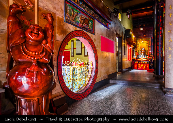 """Singapore - Chinatown - Traditional Chinese quarters of town with lot of own charm - Niu Che Shui - 牛车水 - Kreta Ayer - Leong San See Temple - """"Dragon Mountain Gate Temple"""" - Oldest Buddhist temples in Singapore"""
