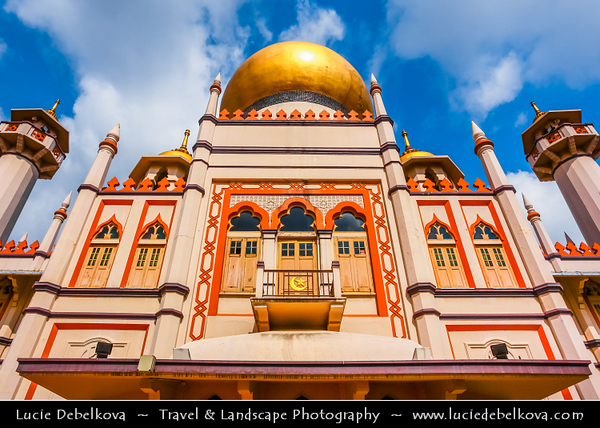 Singapore - Muslim Part of the city - Arab Street - Sultan Mosque - Largest Mosque in Singapore