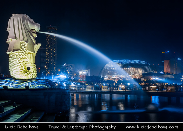 Singapore - Marina Bay - Iconic Merlion Statue - Mythical creature with the head of a lion and the body of a fish, used as a mascot of Singapore - Twilight - Dusk - Blue Hour - Night