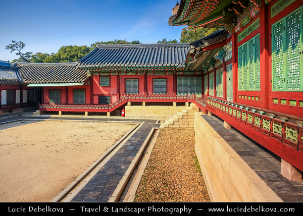 """Asia - South Korea - Seoul - Changdeokgung Palace - UNESCO World Heritage Site - Changdeok Palace - One of the """"Five Grand Palaces"""" built by the kings of the Joseon Dynasty (1392–1897) set within a large park in Jongno-gu"""