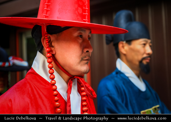 """Asia - South Korea - Seoul - Deoksugung Palace - Deoksu Palace - Gyeongun-gung - Walled compound of palaces inhabited by various Korean royalties until the colonial period around the turn of the 20th century - One of the """"Five Grand Palaces"""" built by the kings of the Joseon Dynasty (1392–1897)"""