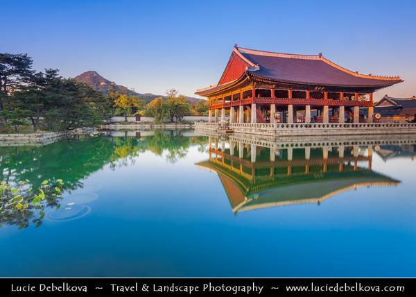 Asia - South Korea - Seoul - Gyeongbokgung Palace - Gyeongbok Palace - Main and largest royal palace of the Joseon dynasty built in 1395 - Gyeonghuilu palace surrounded by lake