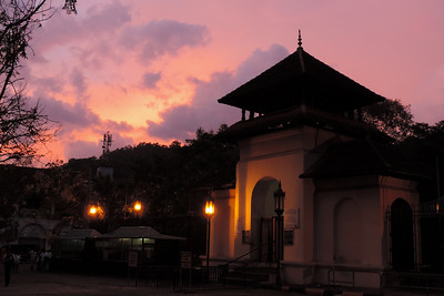Kandy - Closing Temple