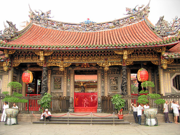 Longshan Temple Front Hall