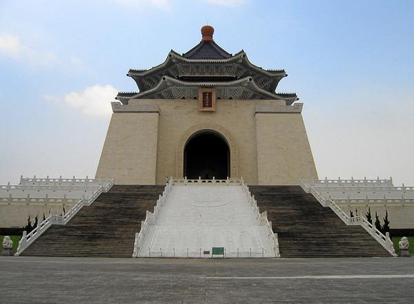 The Chiang Kai-Shek Memorial up close