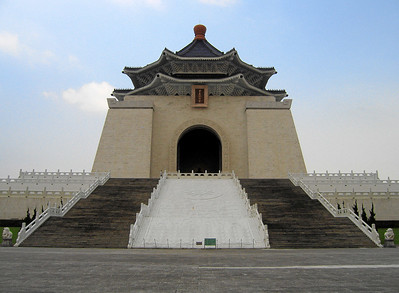 The Chiang Kai-Shek Memorial up close