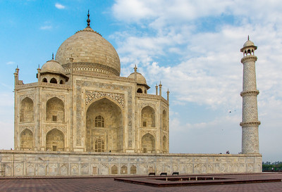 Taj Mahal's eastern side and northeastern minaret.