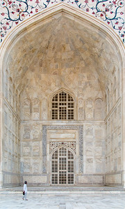 Ornate and intricately carved western iwan (doorway) of the Taj Mahal.