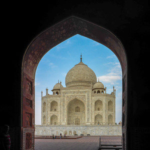 Taj Mahal framed in the archway of the eastern outbuilding.