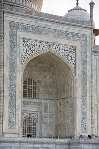 The central, or south facing entrance of the Taj Mahal