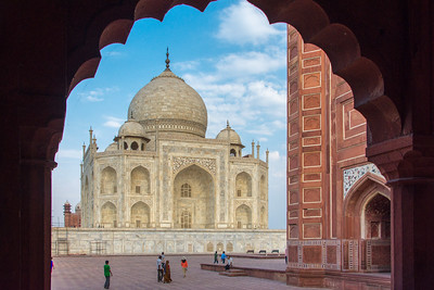 The Taj Mahal framed in the engrailed archway of the eastern outbuilding.
