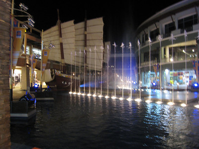 mall_water_display_1