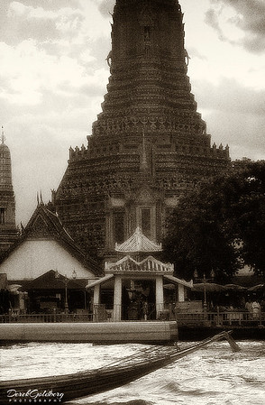 Wat Arun Temple, Chao Praya River - Bangkok, Thailand