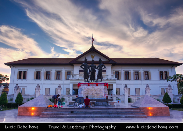 Thailand - Chiang Mai - Three Kings Monument Square - Large open square in the heart of the walled Old Town - Sculpture of Kings Mengrai, Ramkamhaeng & Ngam Muang - Founding fathers of Chiang Mai