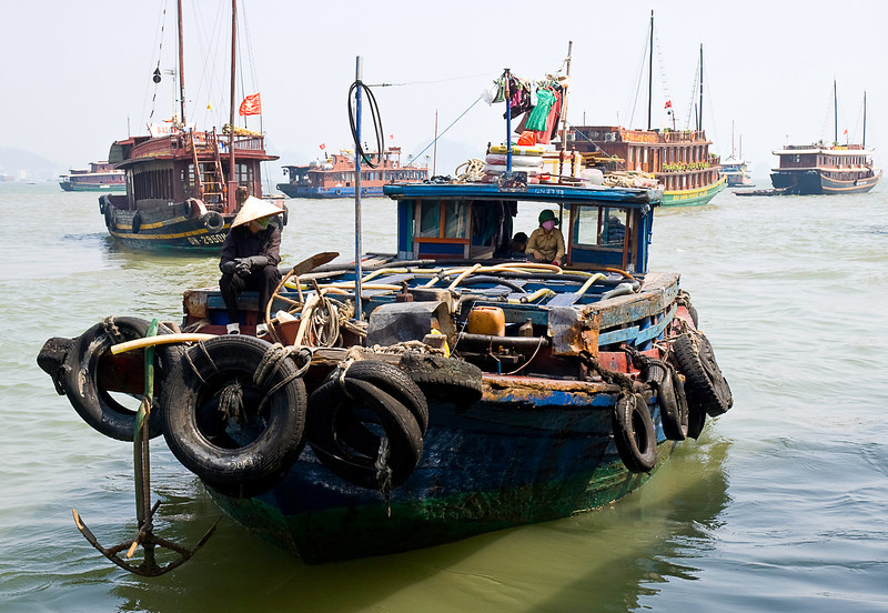 Fuel lightering barge, Bai Chay harbor