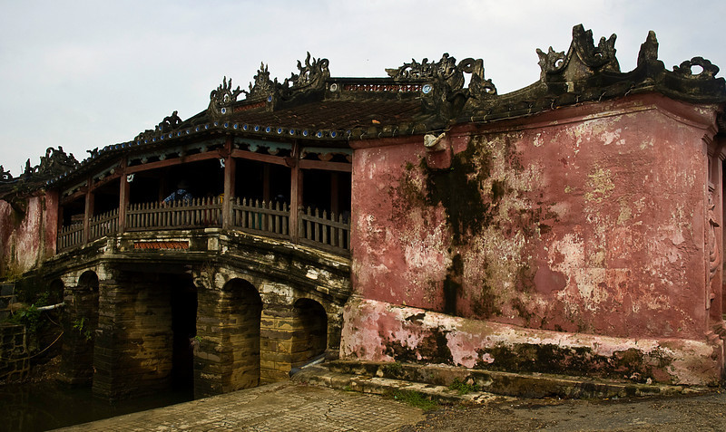 This is the Japanese Bridge, the symbol of Hoi An, one of the few, if not the only, covered bridge(s) in Asia.