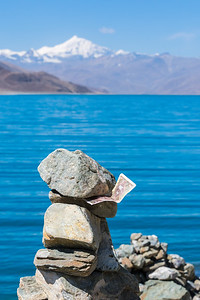 Cairn with an offering at Yamdrok-Tso Lake