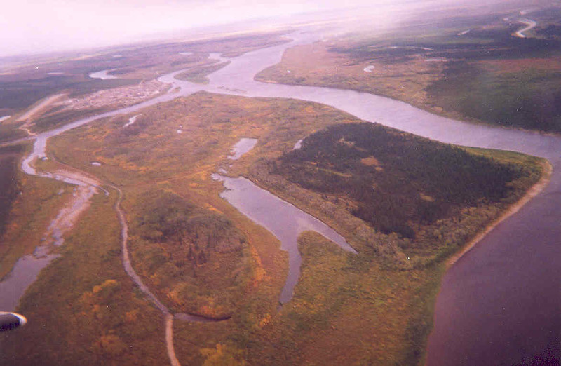 Aerial view of Attawapiskat from the west