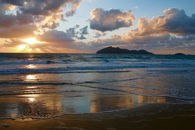 Sunrise @ Wongaling Beach. Mission Beach, Queensland, Australië.