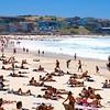 Busy Bondi Beach.<br /> Sydney, New South Wales, Australië.